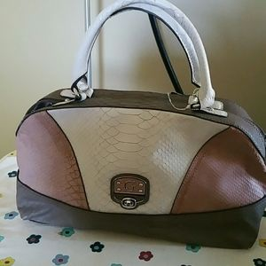 GUESS HAND BAG NWT